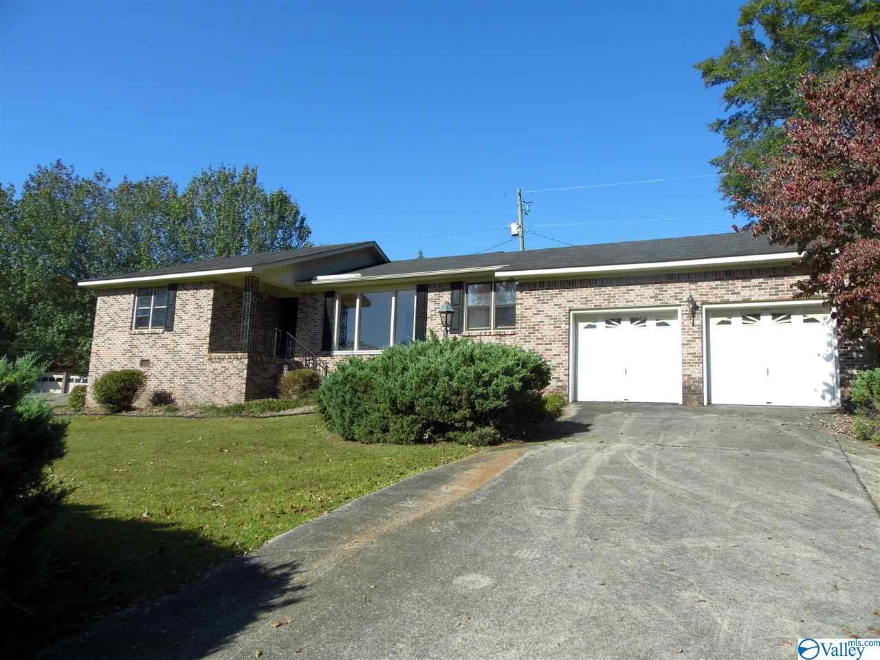 Photo of home for sale at 101 Crabapple Lane, Gadsden AL