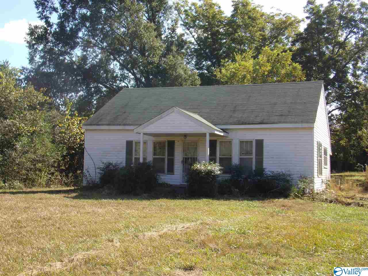 Photo of home for sale at 12435 County Road 88, Pisgah AL