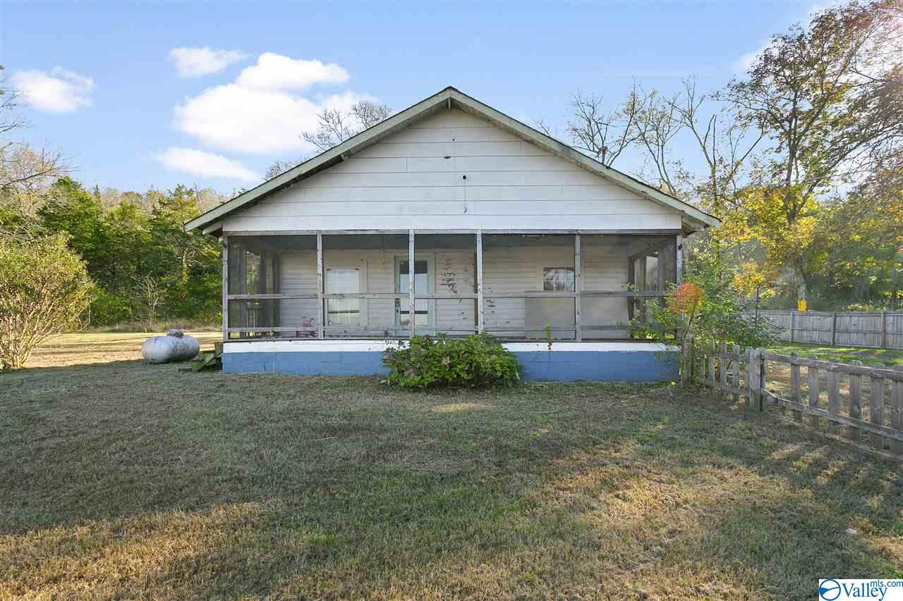Photo of home for sale at 160 Vann Road, Owens Cross Roads AL
