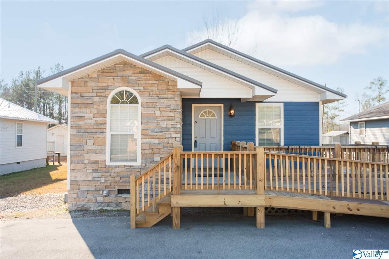 Photo of home for sale at 303 Carlton Street, Attalla AL