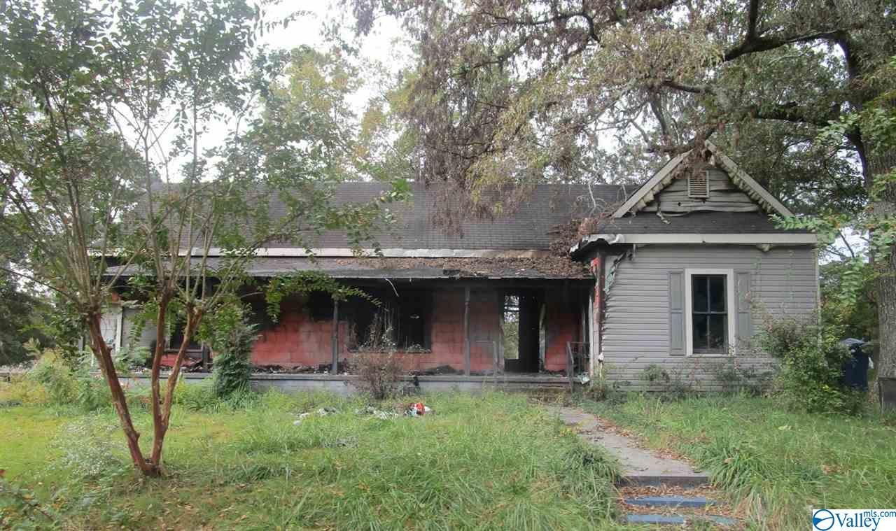 Photo of home for sale at 900 32nd Street, Anniston AL