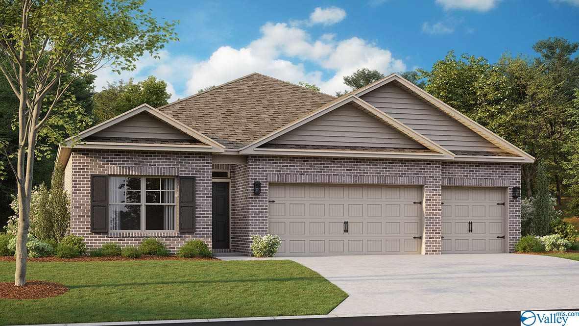 Photo of home for sale at 137 Blackburn Trace, Huntsville AL
