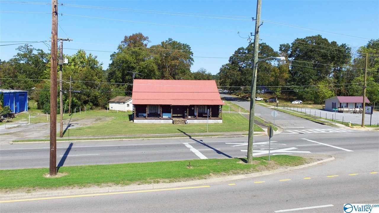 Photo of home for sale at 3301 Meighan Boulevard, Gadsden AL