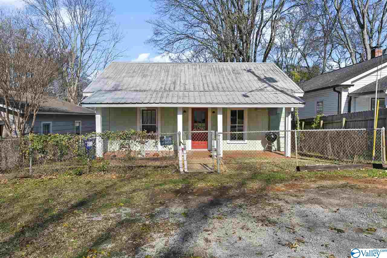 Photo of home for sale at 1415 Humes Avenue, Huntsville AL