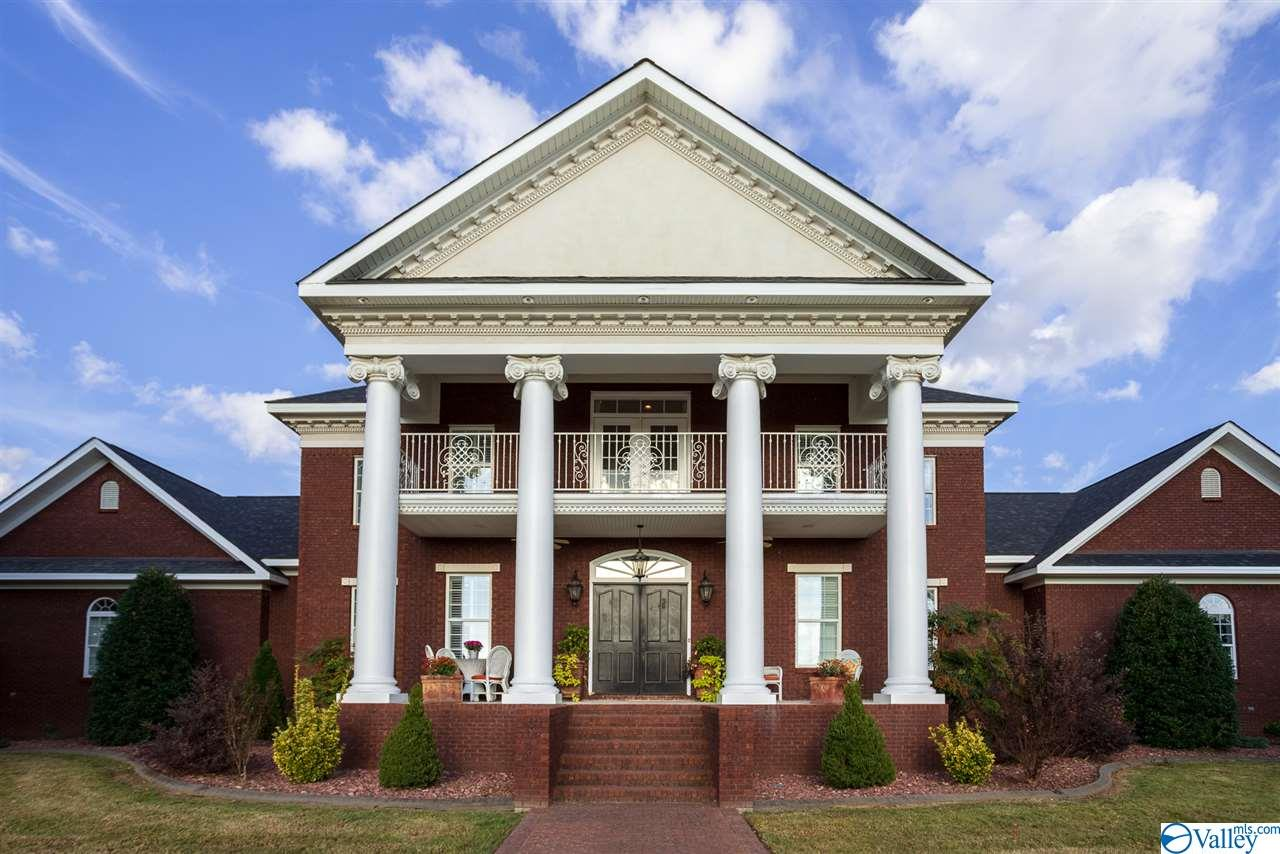 Photo of home for sale at 1319 County Road 46, Mount Hope AL