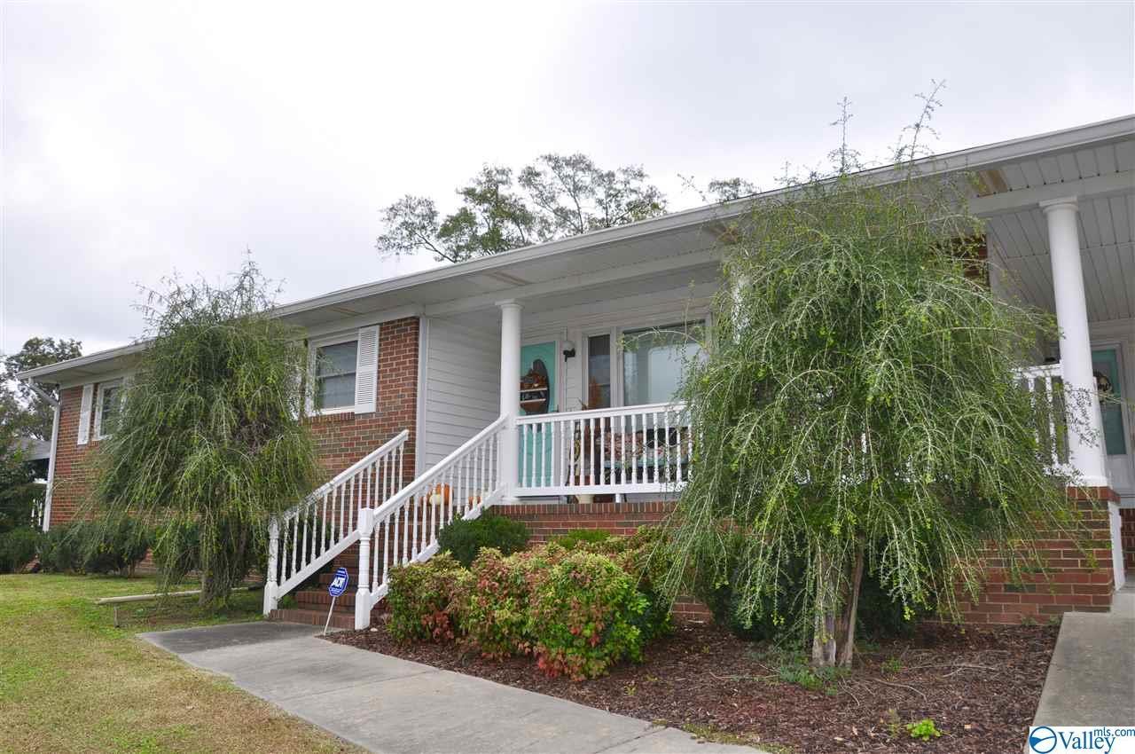 Photo of home for sale at 209 Lester Avenue, Oxford AL