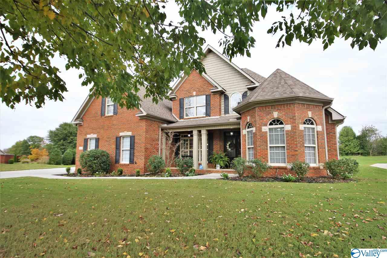 Photo of home for sale at 2002 Englewood Place, Decatur AL