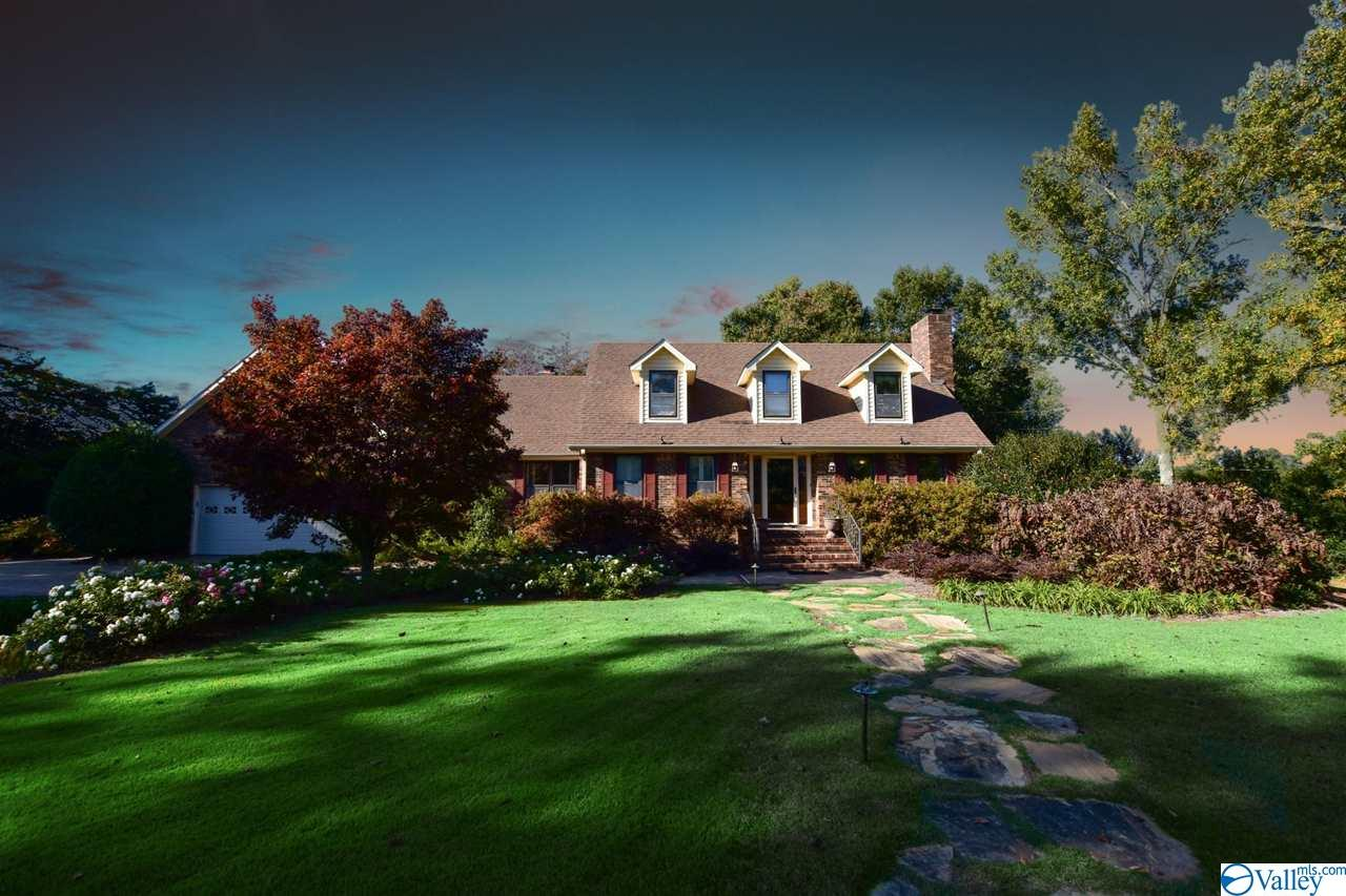 Photo of home for sale at 5848 Pleasant Grove Road, Albertville AL