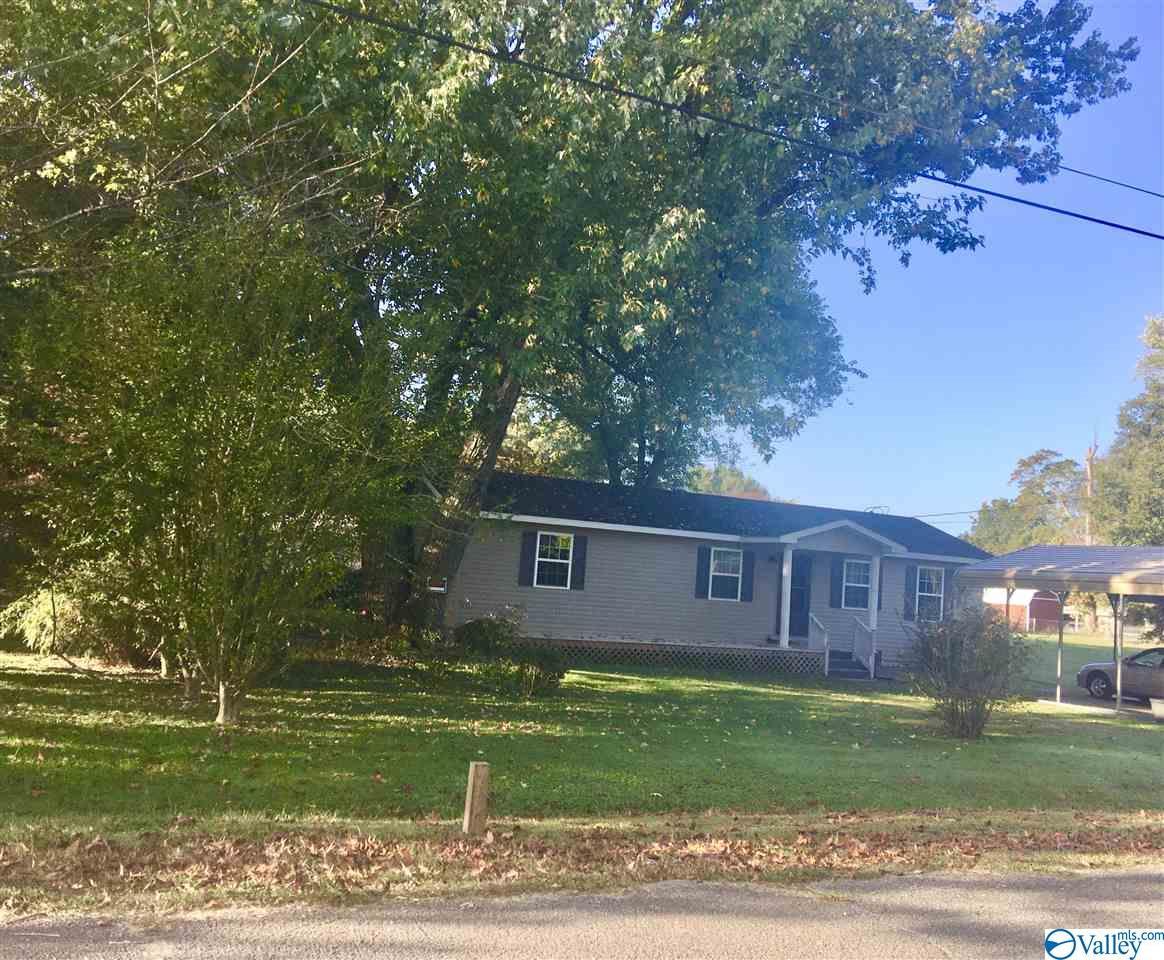 Photo of home for sale at 6505 Cannon Avenue, Guntersville AL