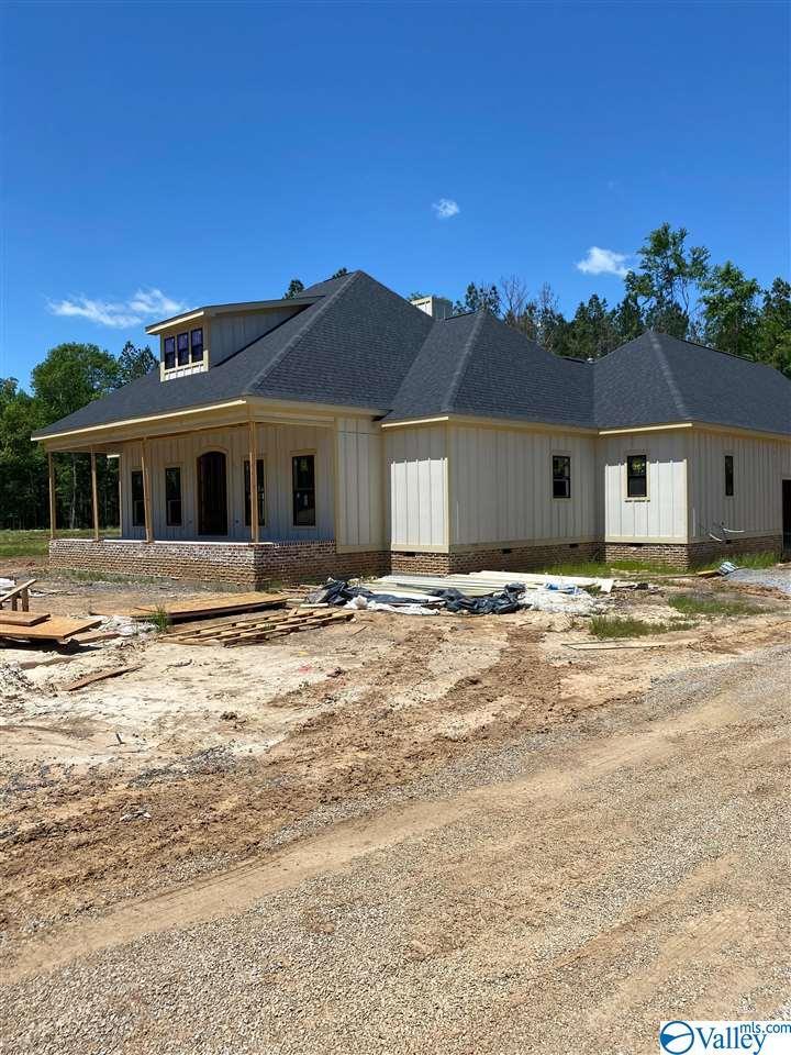 Photo of home for sale at 3578 Creek Path Road, Guntersville AL