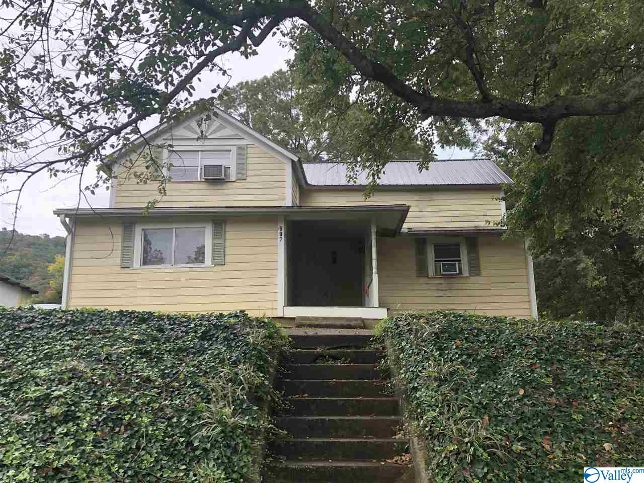 Photo of home for sale at 607 Godfrey Avenue, Fort Payne AL