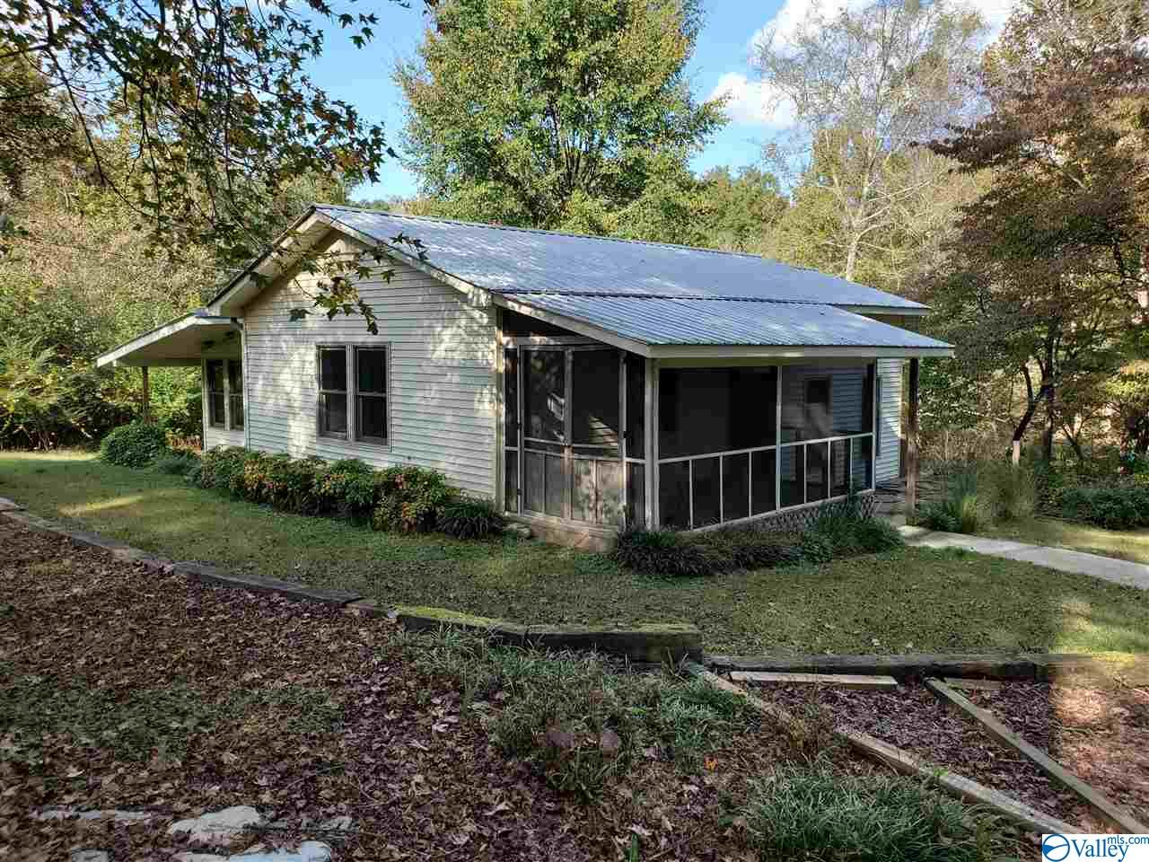 Photo of home for sale at 154 Scenic Drive, Hollywood AL