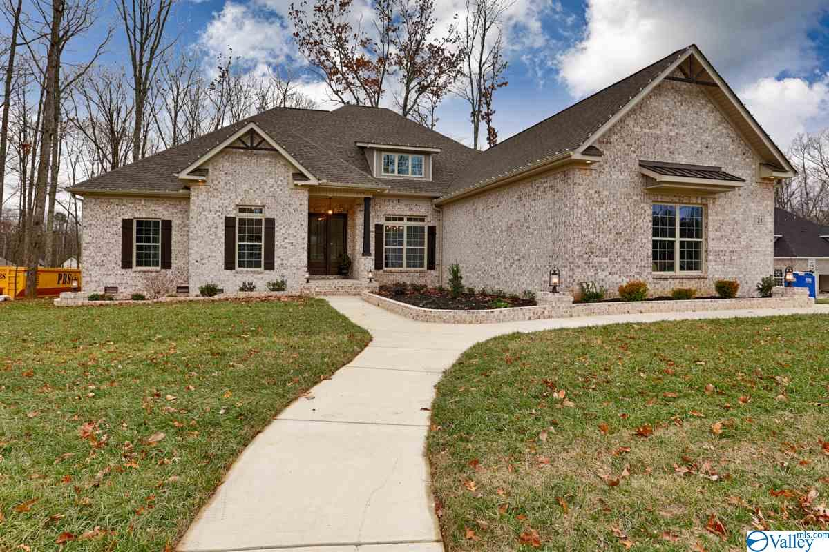 Photo of home for sale at 65 Natures Ridge Way, Huntsville AL