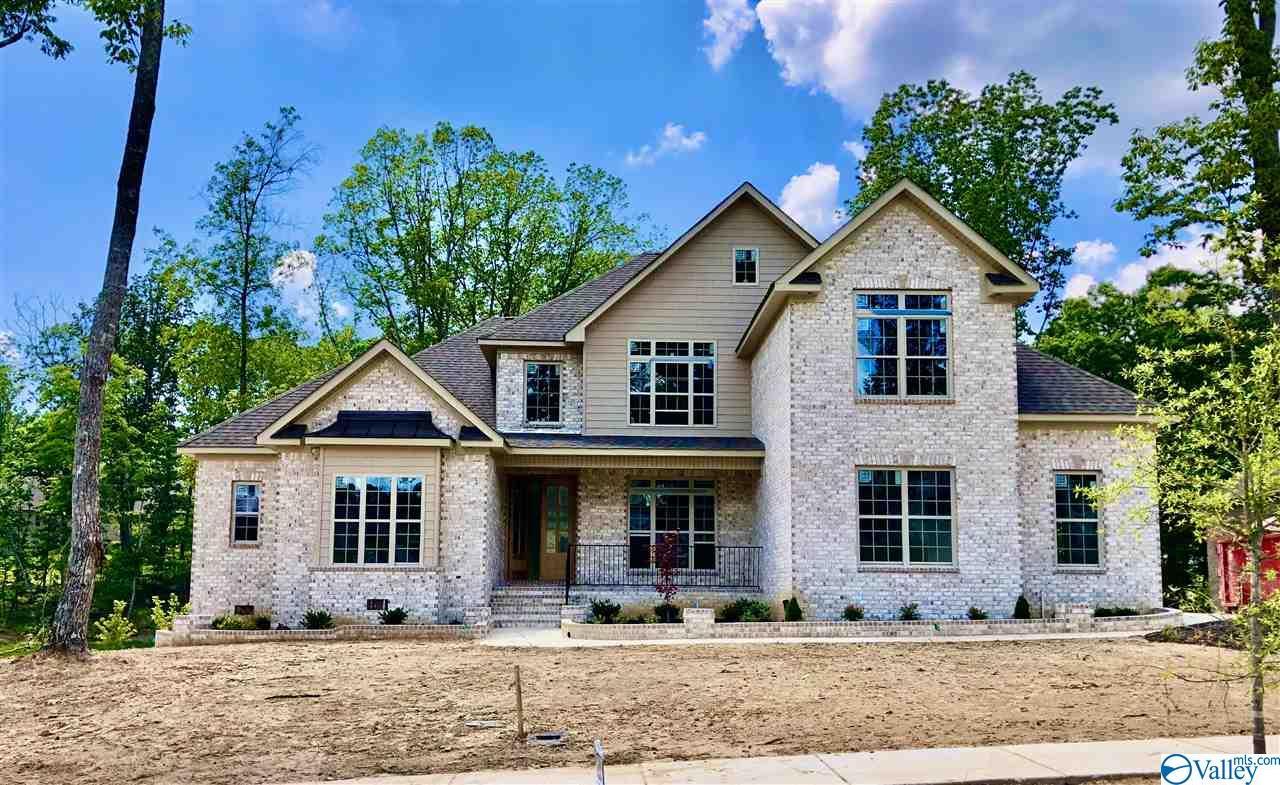 Photo of home for sale at 2 Preserve Loop Court, Huntsville AL
