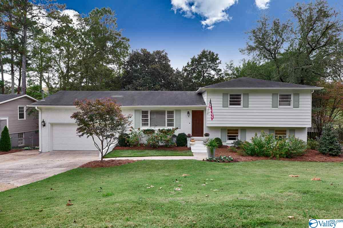 Photo of home for sale at 2806 Briarwood Drive, Huntsville AL