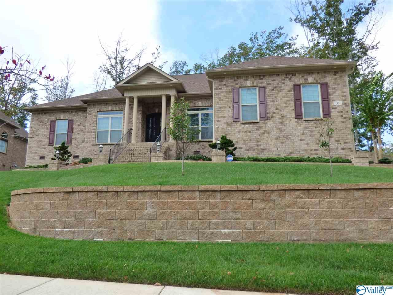 Photo of home for sale at 31 Verdant Circle, Huntsville AL
