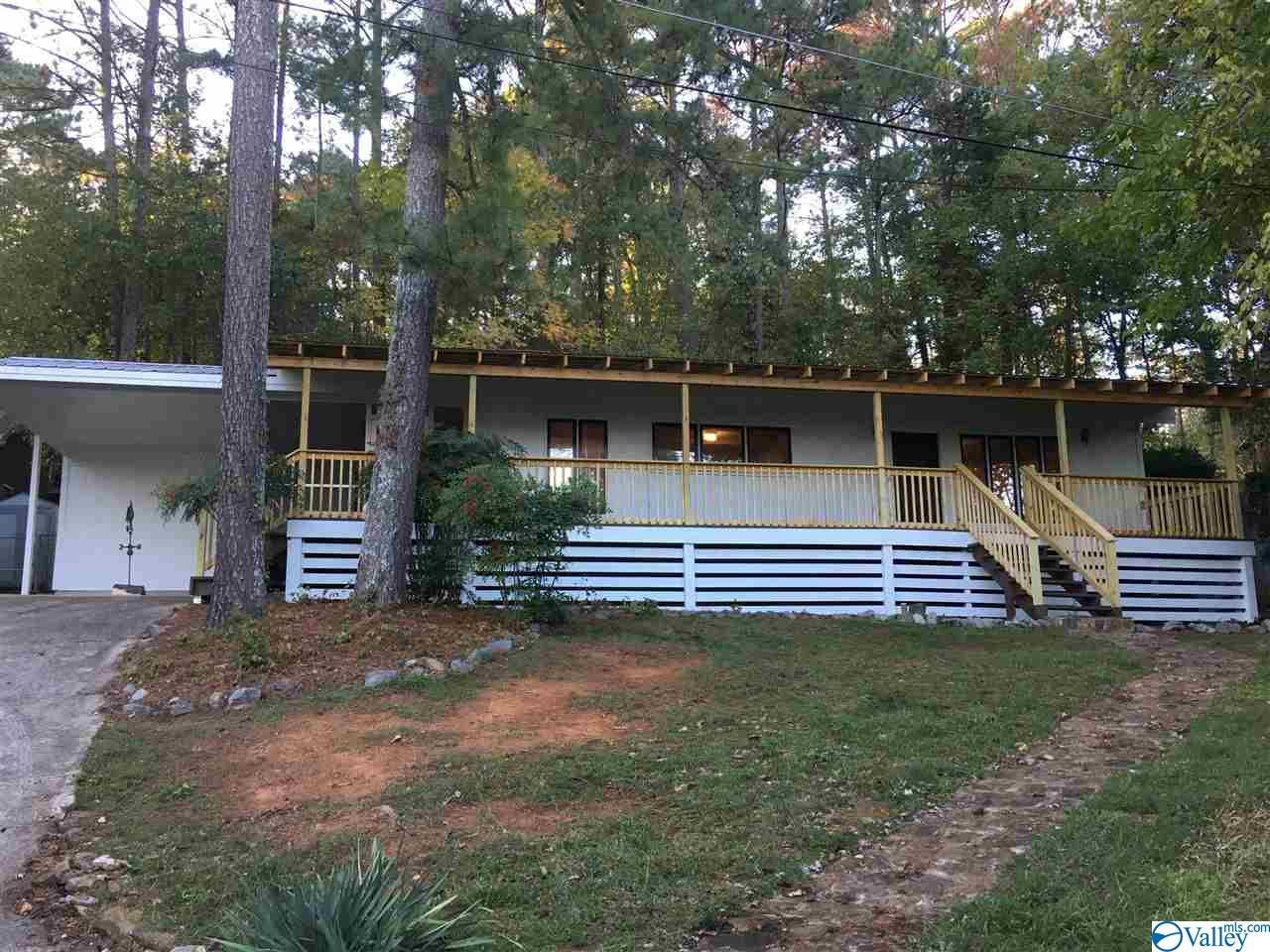 Photo of home for sale at 701 Camp Ney A Ti Road, Guntersville AL