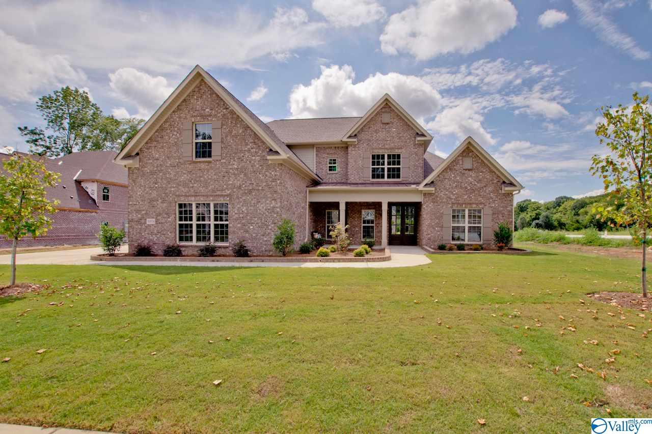 Photo of home for sale at 9111 Dry River Circle, Owens Cross Roads AL