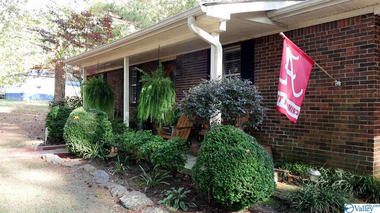 Photo of home for sale at 3374 Old Moulton Road, Decatur AL