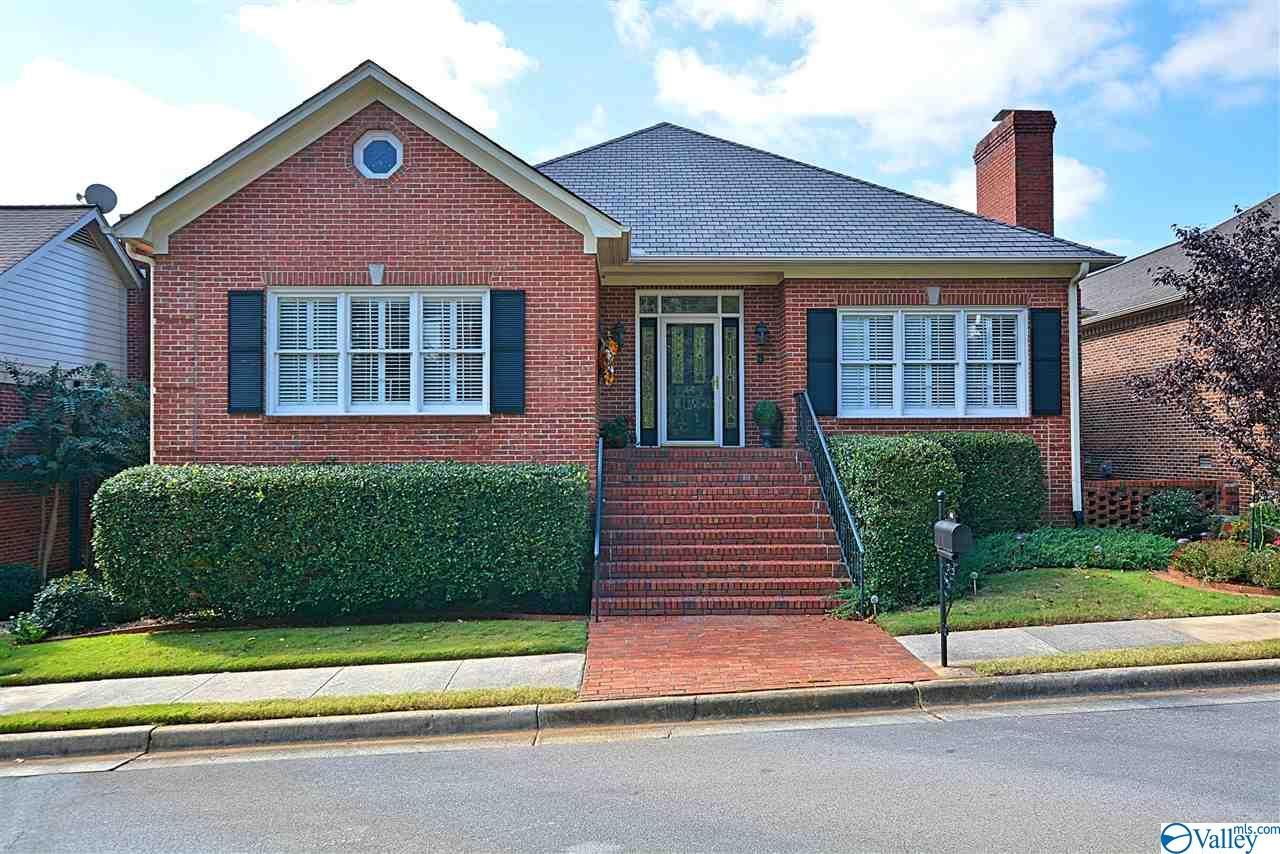 Photo of home for sale at 44 Saint James Square, Huntsville AL