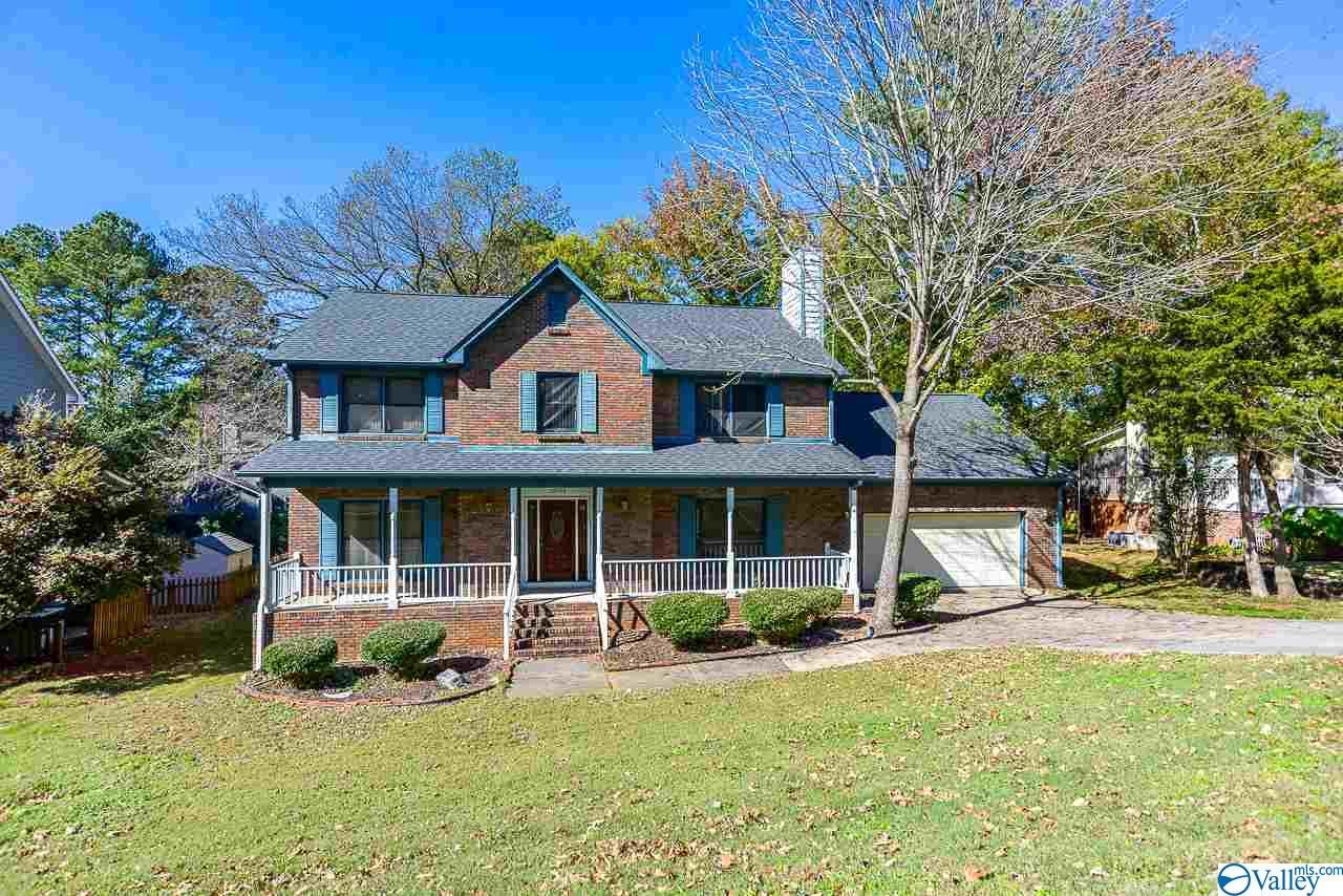 Photo of home for sale at 15006 Carlisle Drive, Huntsville AL