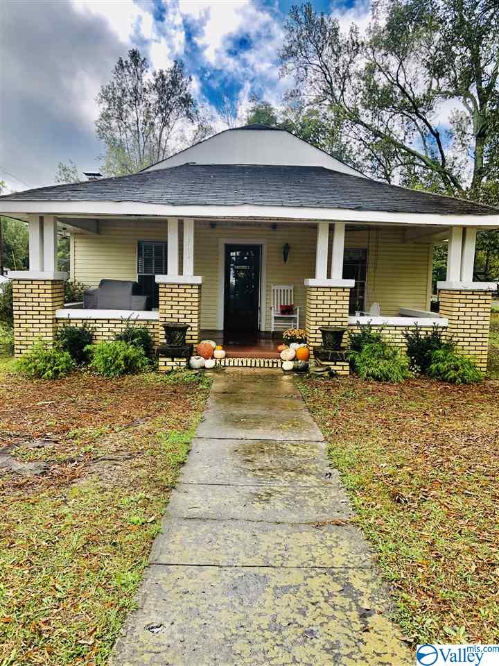 Photo of home for sale at 518 West Mann Avenue, Boaz AL