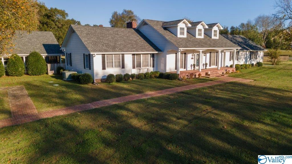 Photo of home for sale at 1431 North Carlisle Street, Albertville AL