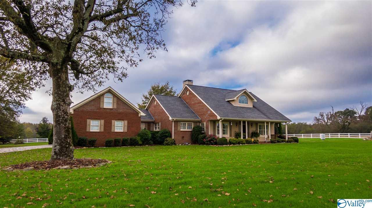 Photo of home for sale at 4251 County Road 46, Dawson AL