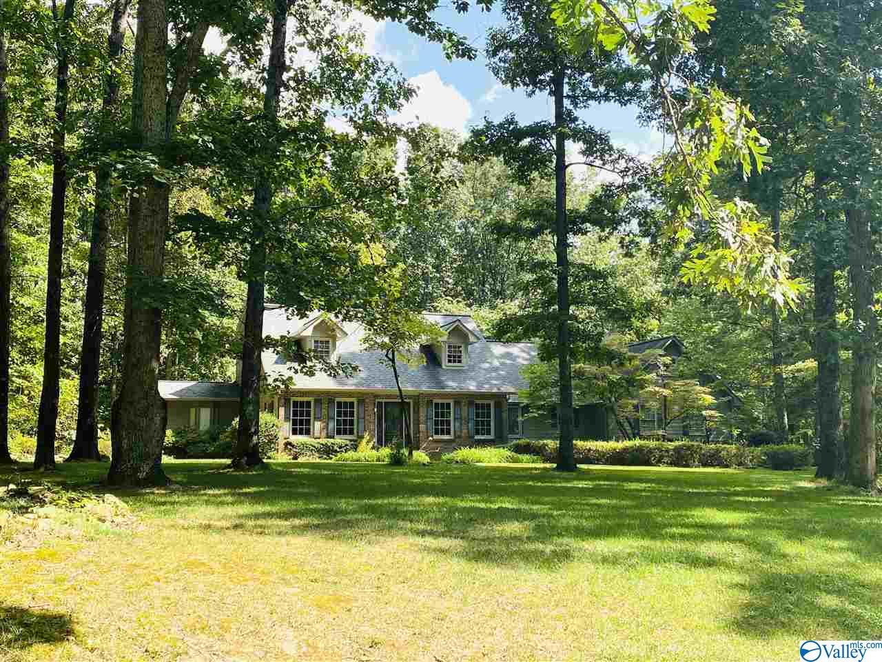 Photo of home for sale at 4510 Autumn Leaves Trail, Decatur AL