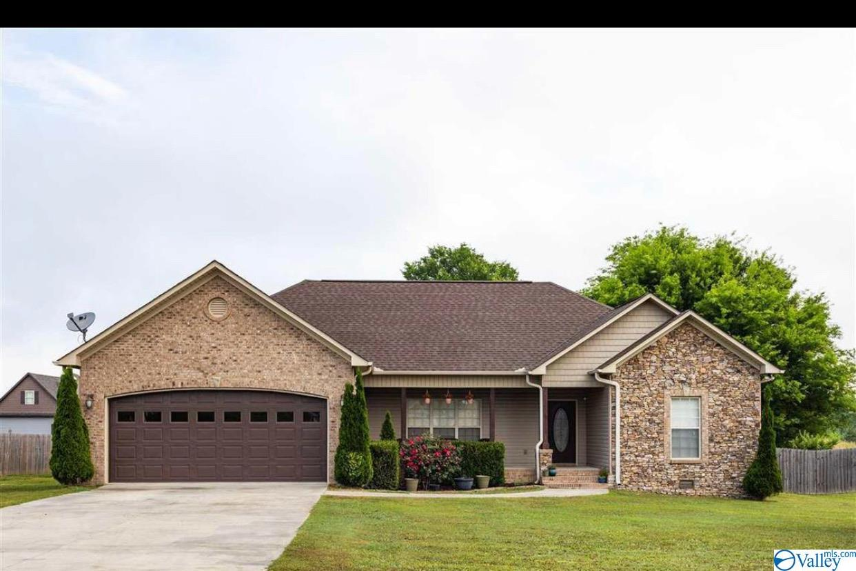 Photo of home for sale at 56 Kennedy Lane, Grant AL