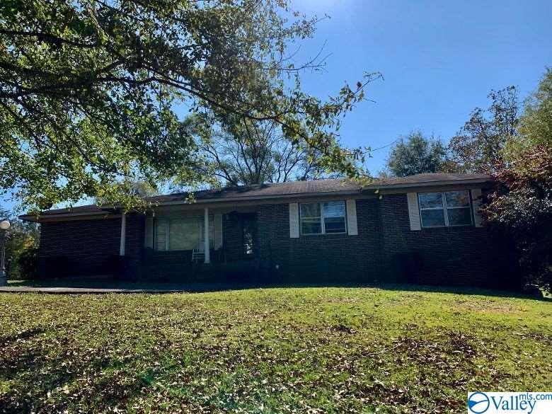 Photo of home for sale at 6221 Cox Gap Road, Boaz AL
