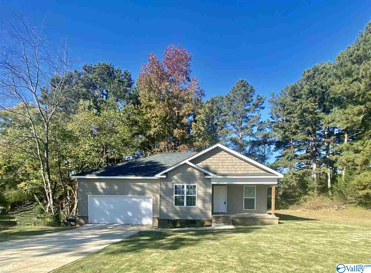 Photo of home for sale at 507 Shaw Road, Hartselle AL