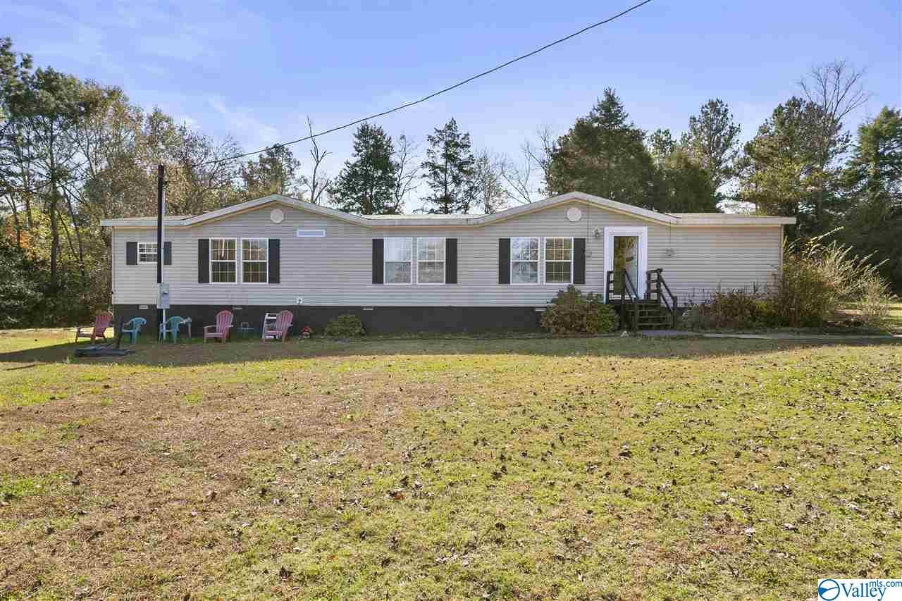 Photo of home for sale at 297 Dewey Day Road, Somerville AL