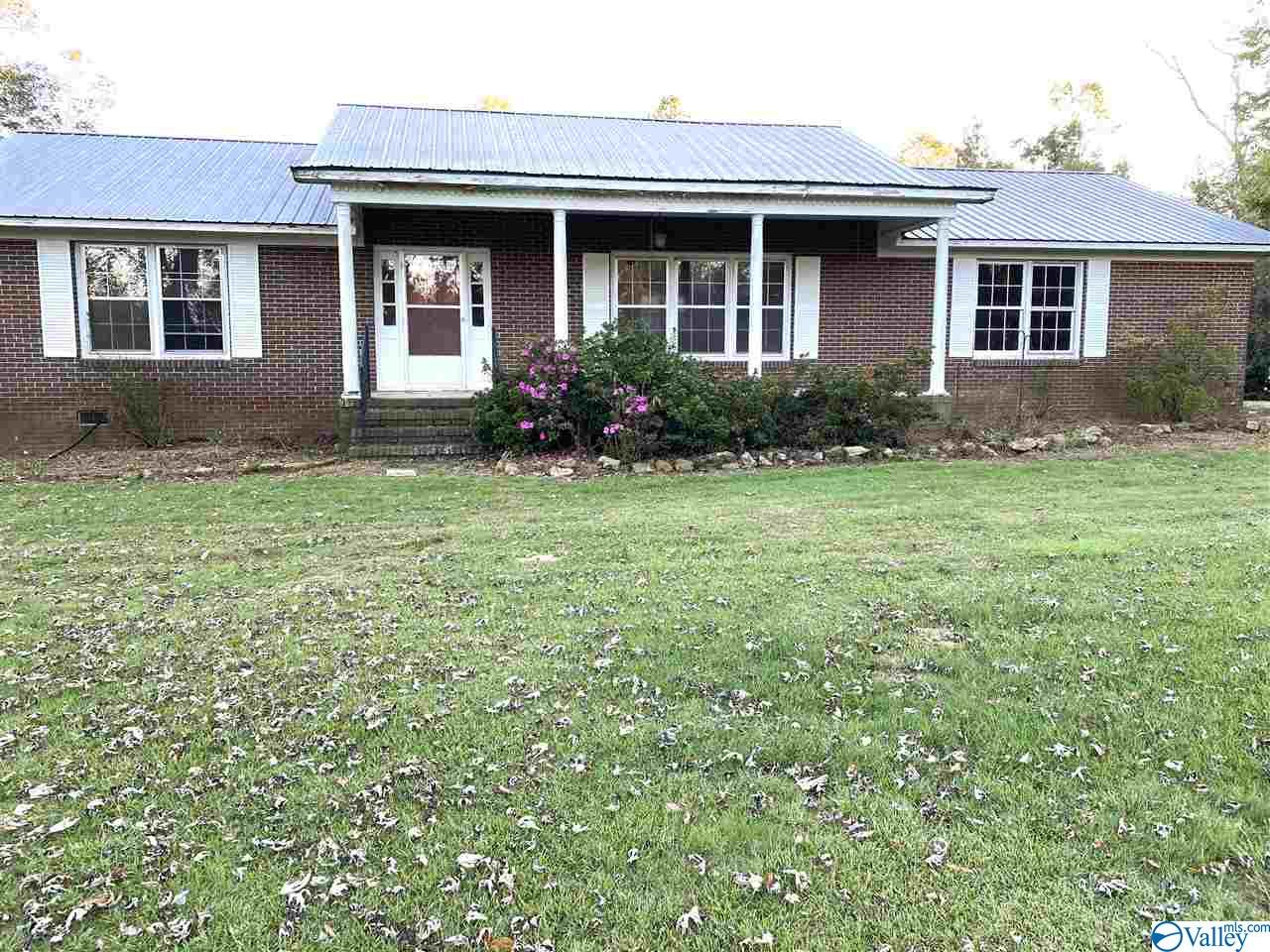 Photo of home for sale at 3222 Old 227 Road, Grove Oak AL