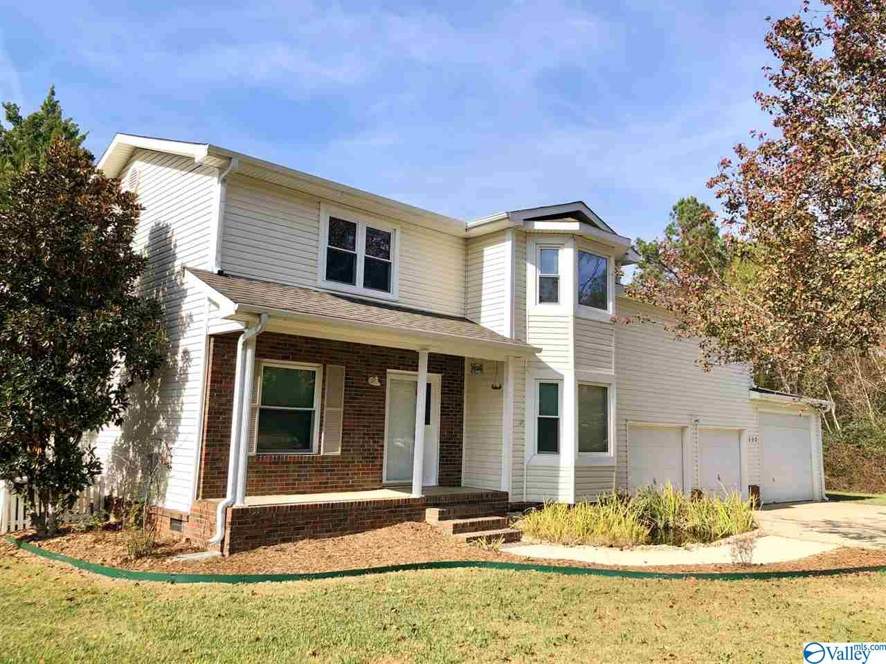 Photo of home for sale at 122 Brawley Drive, Owens Cross Roads AL