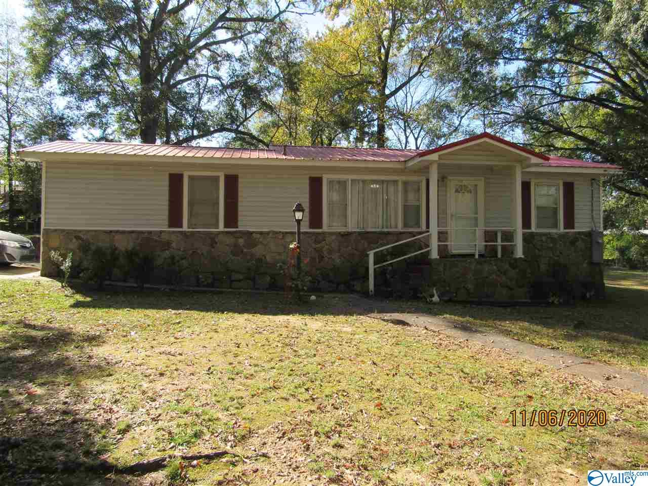 Photo of home for sale at 2000 Broadway Avenue, Gadsden AL