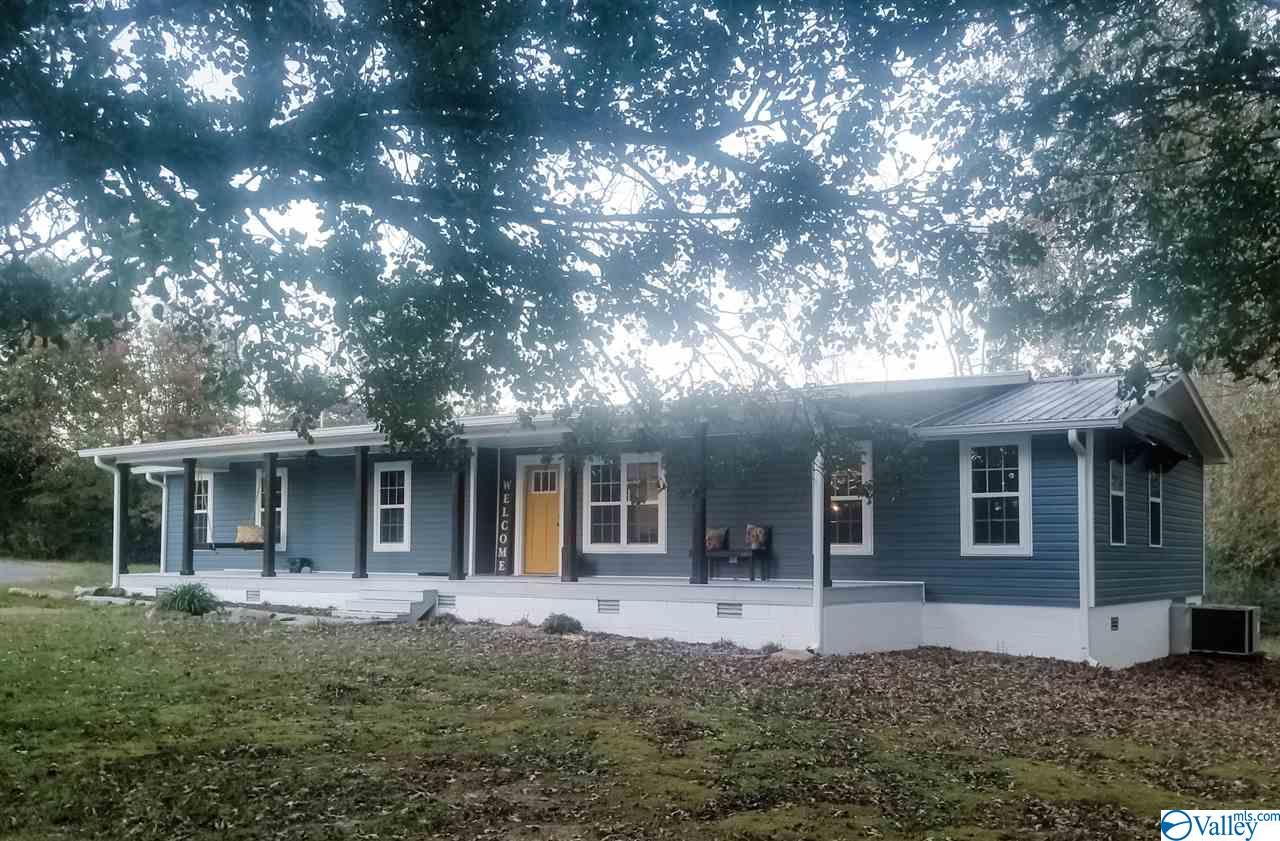Photo of home for sale at 411 4th Street, Arab AL
