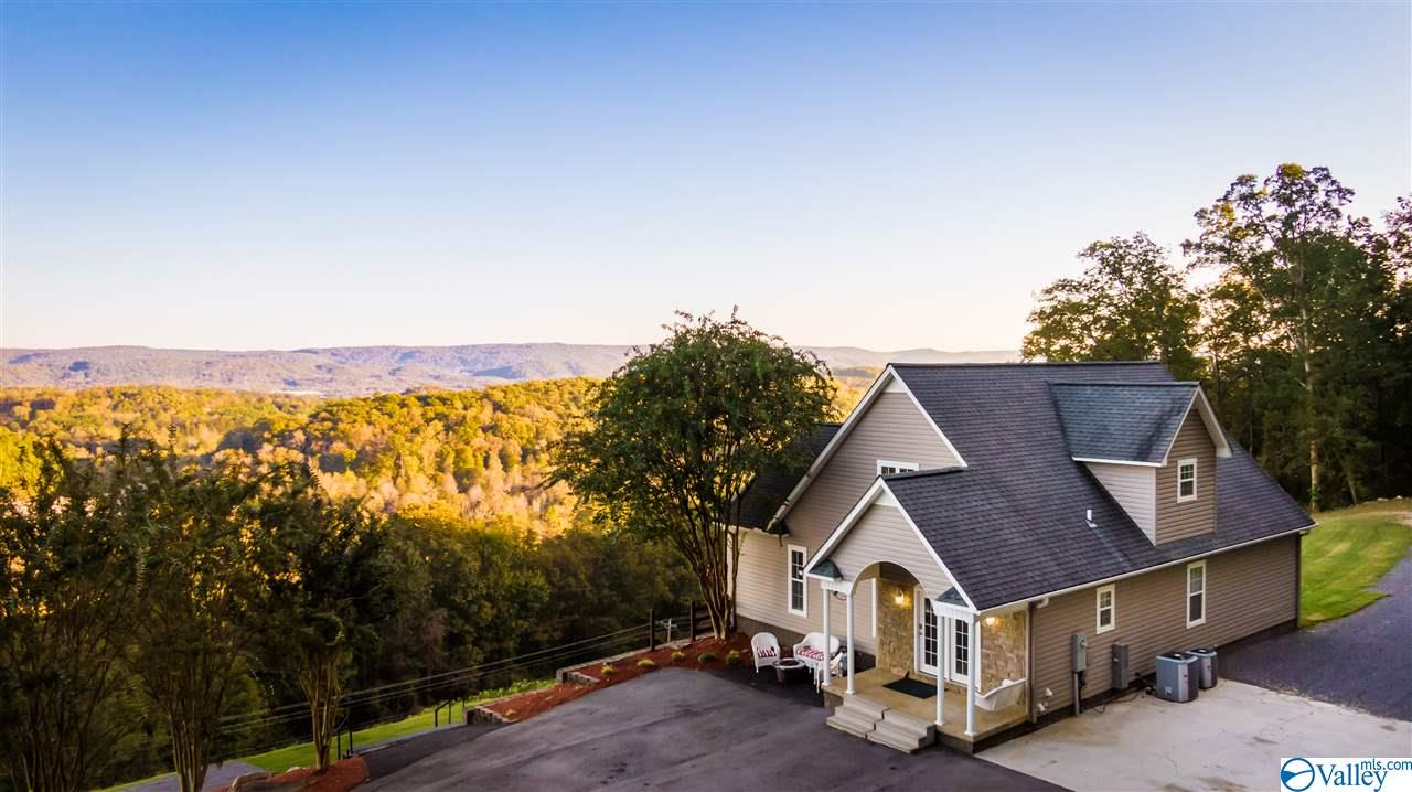 Photo of home for sale at 2381 County Road 835, Fort Payne AL