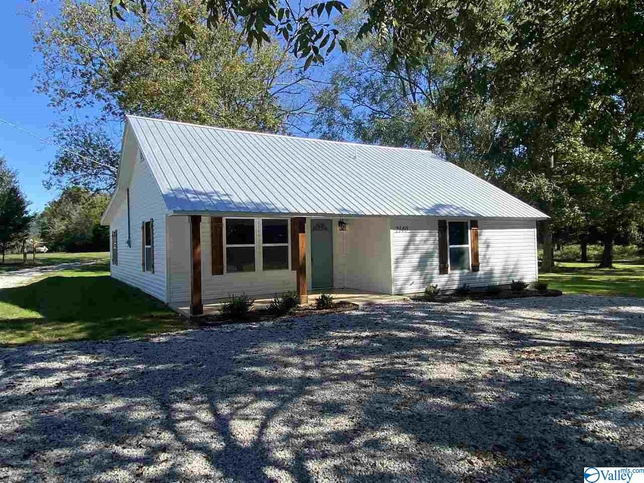 Photo of home for sale at 2140 Paint Rock Road, New Hope AL