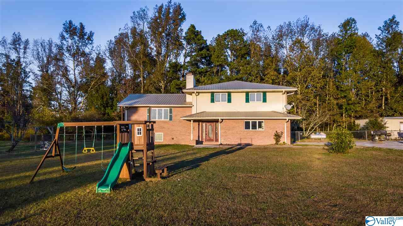 Photo of home for sale at 1900 County Road 57, Fort Payne AL