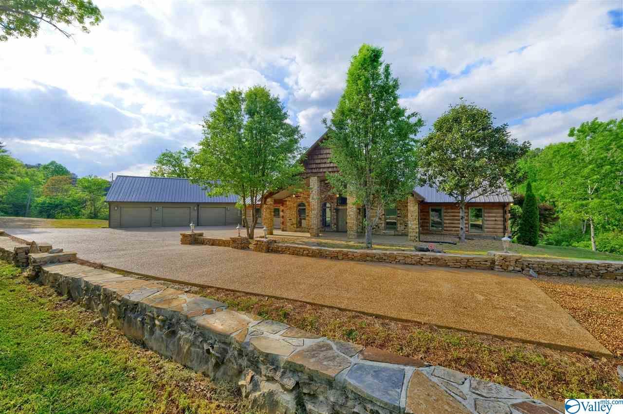 Photo of home for sale at 904 Monte Vista Drive, Gadsden AL