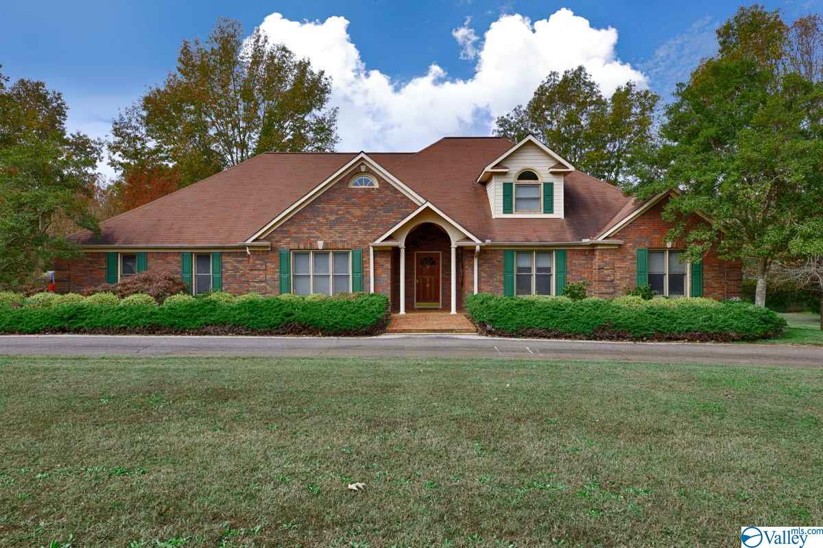 Photo of home for sale at 116 Cedar Brook Drive, Meridianville AL