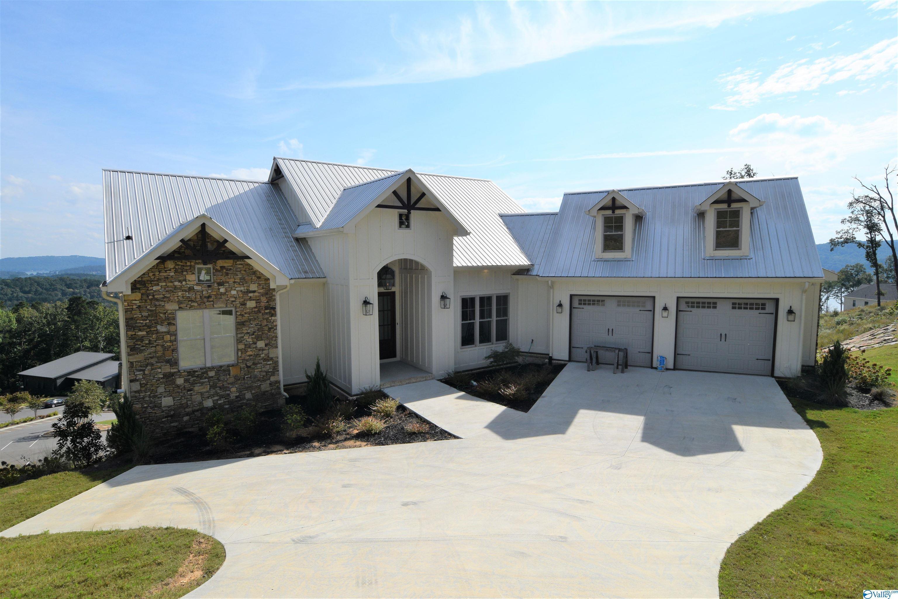 Photo of home for sale at 1182 Fall Creek Drive, Guntersville AL