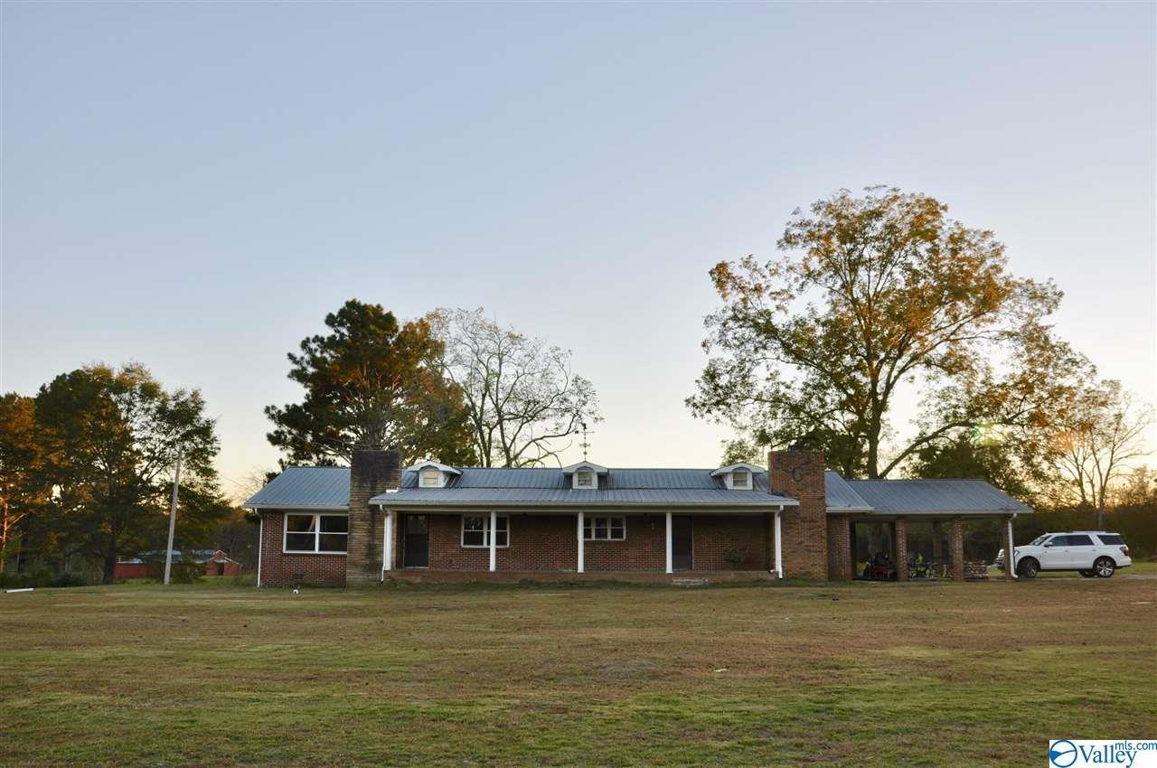 Photo of home for sale at 3081 Union Grove Road, Union Grove AL