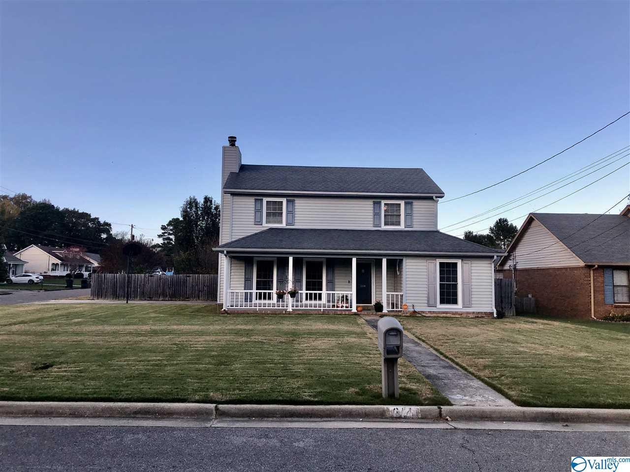 Photo of home for sale at 614 Leslie Street, Decatur AL