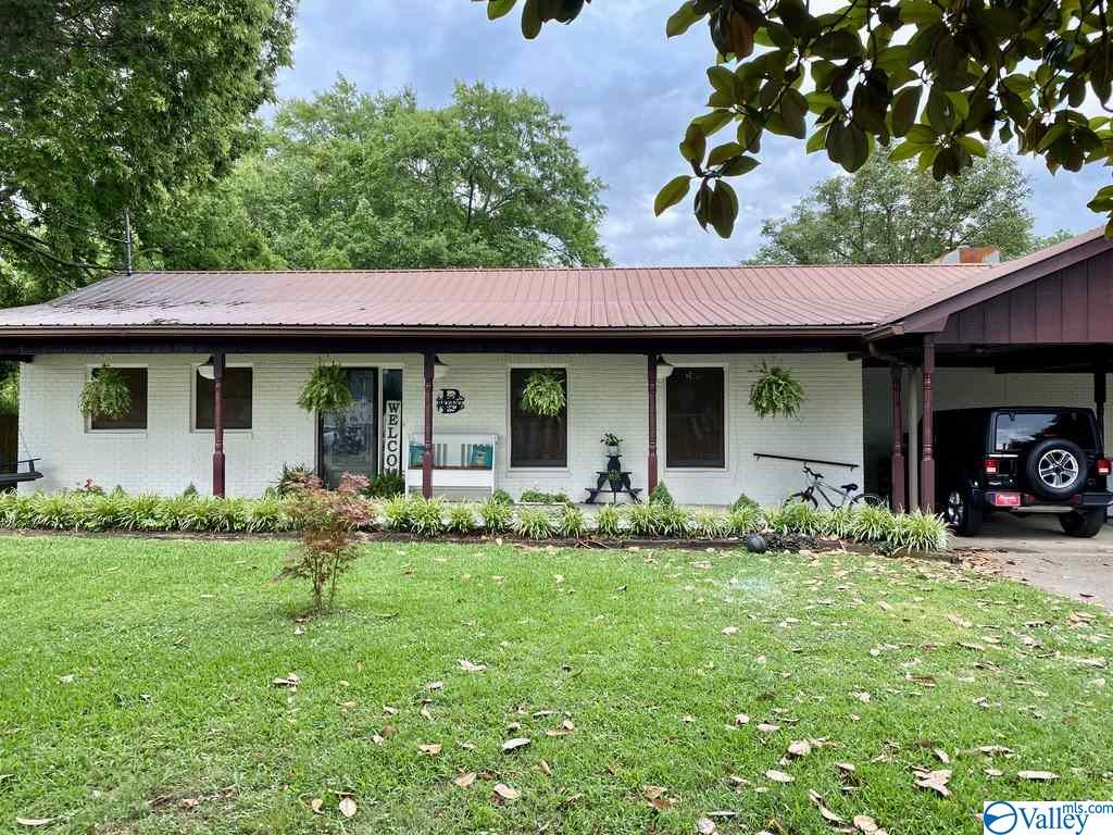 Photo of home for sale at 1107 Cedarwood Drive, Fort Payne AL