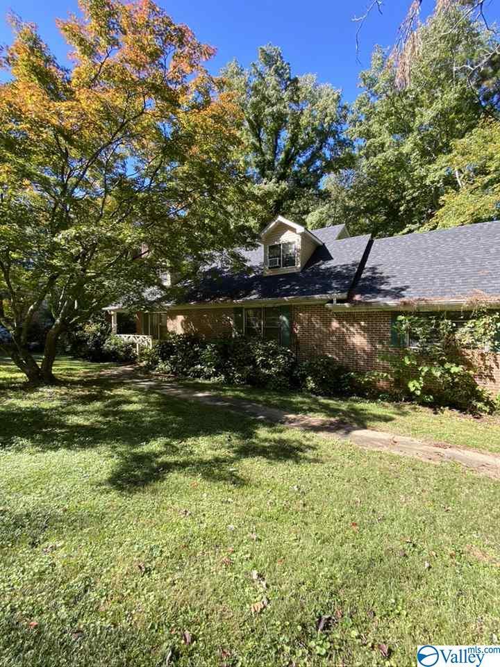 Photo of home for sale at 908 Clinton Road, Scottsboro AL