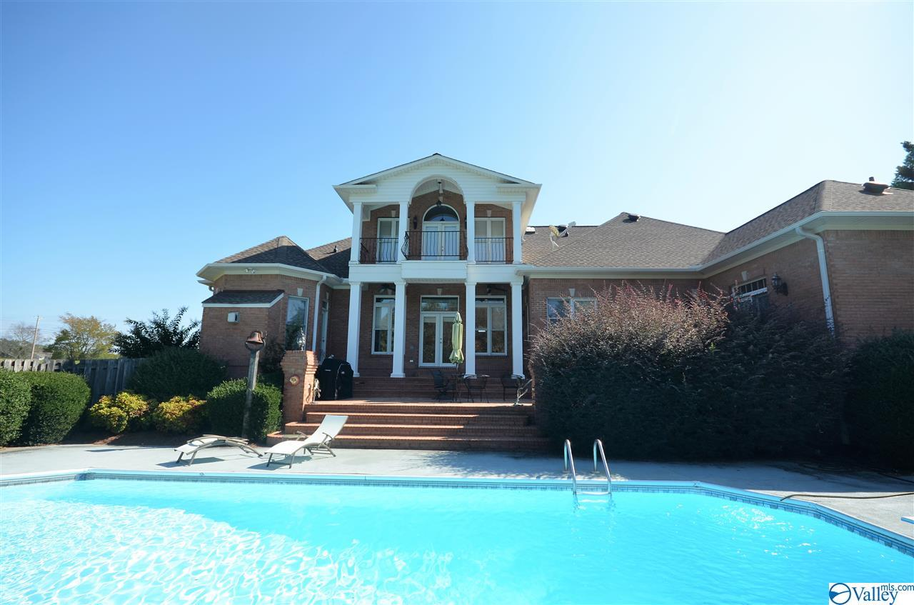 Photo of home for sale at 2075-1 County Road 1371, Vinemont AL