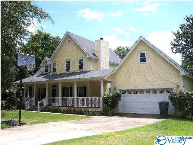Photo of home for sale at 1304 Dan Avenue, Albertville AL
