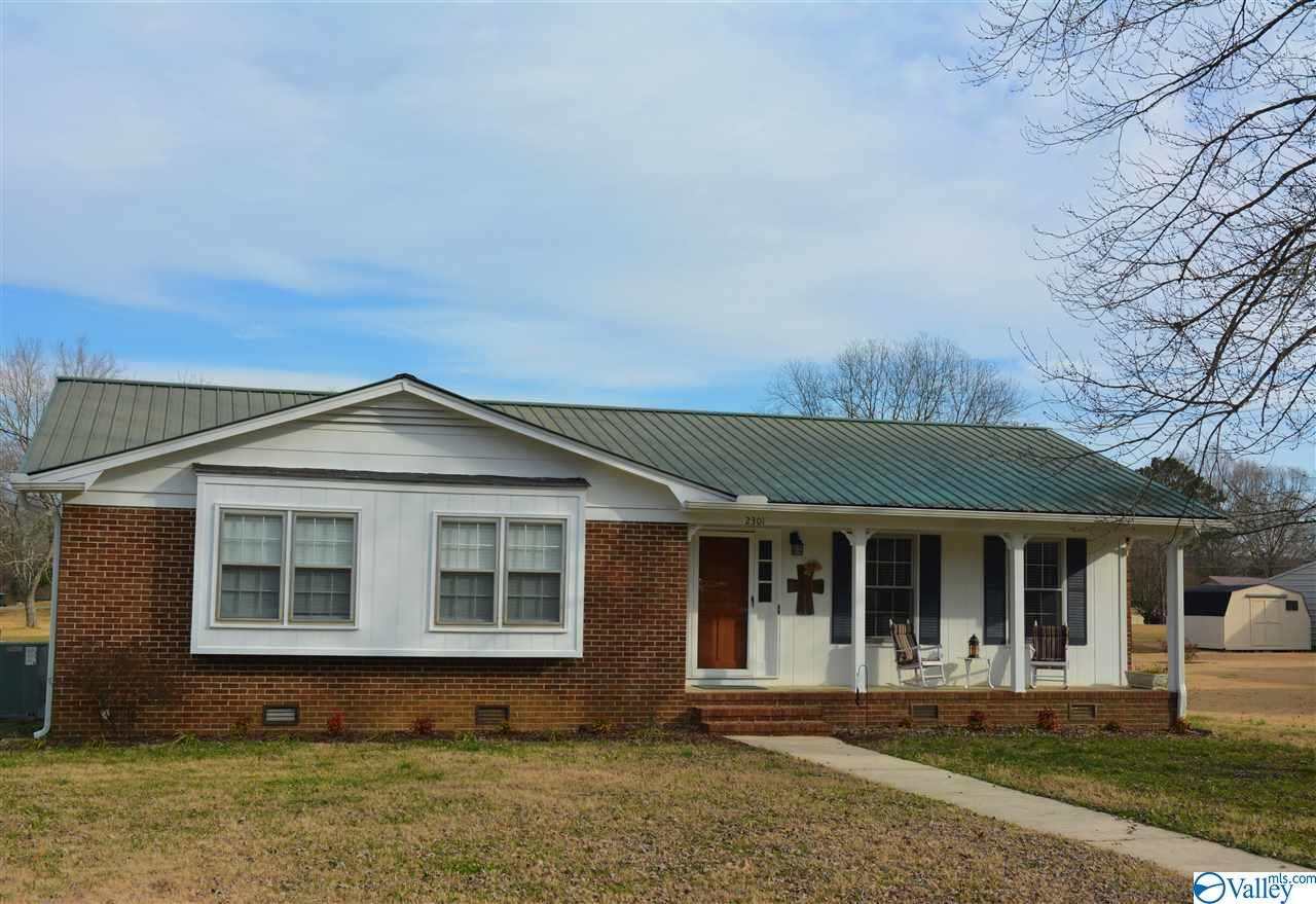 Photo of home for sale at 2301 Demarius Street, Scottsboro AL
